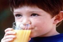 รู้ไหม!? ทำไมไม่ควรให้เด็กอายุต่ำกว่า1ขวบกินน้ำผลไม้