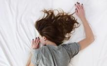 รู้นะว่าเคยทำ!! สระผมแล้วนอน ทั้งที่ผมยังไม่แห้ง รู้ไหม? มีผลเสียกว่าที่คิด!!