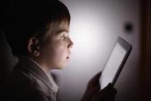 เด็กเล่นมือถือเกินวันละ 7 ชม. เสี่ยงเปลือกสมองบางก่อนวัยอันควร